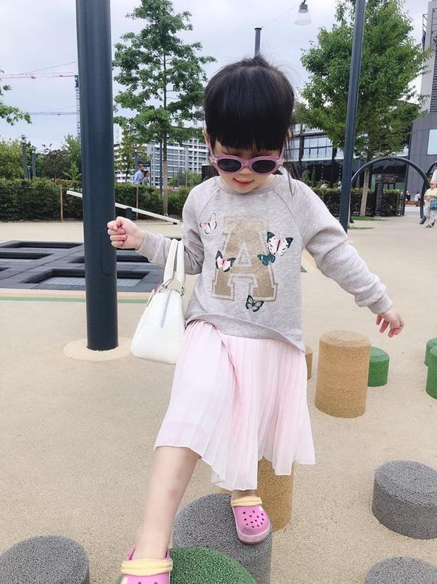 Cách dạy con đáng nể của Á hậu Diễm Trang: Con gái mới 3 tuổi đã thích làm việc nhà, còn nấu ăn cực khéo!-9