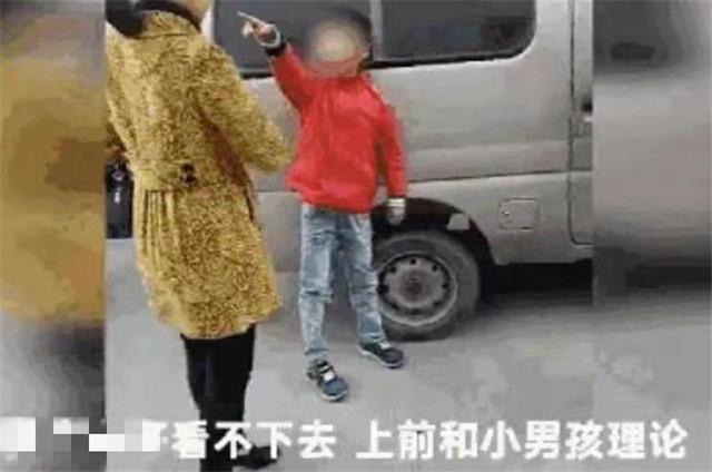 Bị cháu trai lao vào đánh vì không được mua món đồ như ý, bà còn nói một câu khiến người mẹ đau lòng vì cách dạy của bà-3