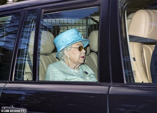 Nữ hoàng Anh xuất hiện kém sắc sau thông tin không được gặp chắt Archie, gây phẫn nộ hơn là hành động mới nhất của vợ chồng Meghan Markle-1
