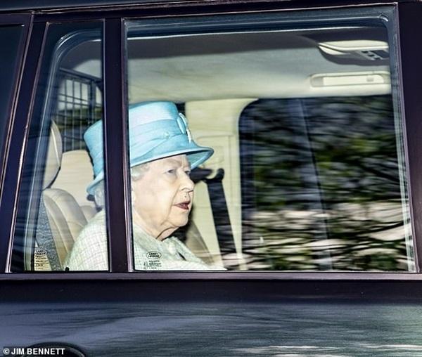 Nữ hoàng Anh xuất hiện kém sắc sau thông tin không được gặp chắt Archie, gây phẫn nộ hơn là hành động mới nhất của vợ chồng Meghan Markle-2