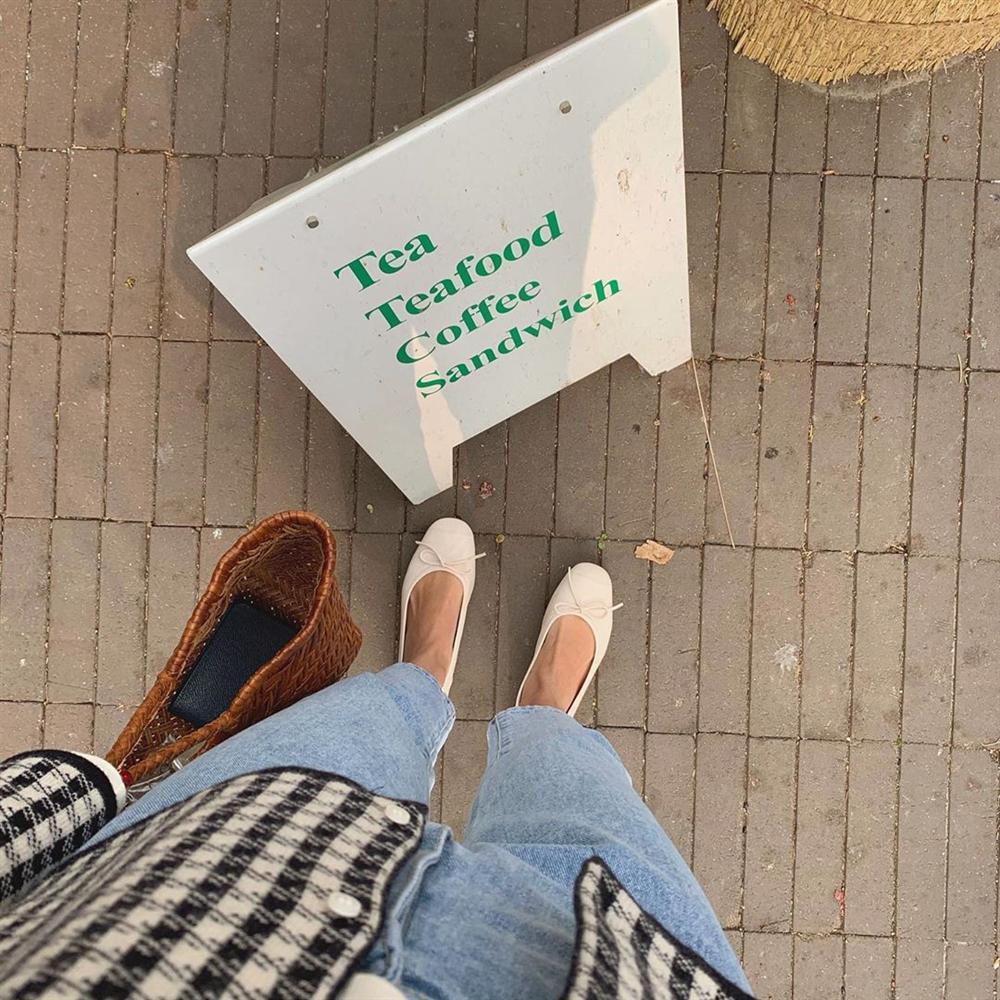 Xin giới thiệu đến chị em kiểu giày búp bê hot nhất lúc này, diện với quần jeans hay váy vóc cũng đều đẹp mê-2