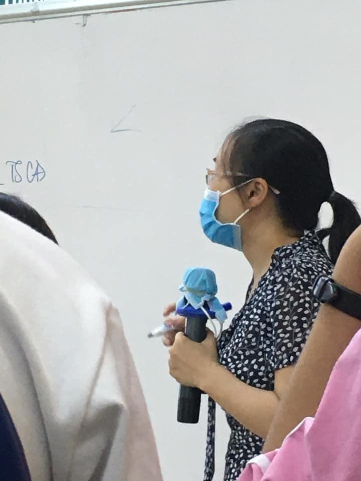 Đi dạy học trong mùa Covid-19, cô giáo cẩn thận phòng dịch theo cách siêu bá đạo, thách thức mọi loại virus bén mảng-1