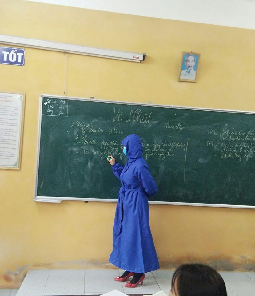 Đi dạy học trong mùa Covid-19, cô giáo cẩn thận phòng dịch theo cách siêu bá đạo, thách thức mọi loại virus bén mảng-3