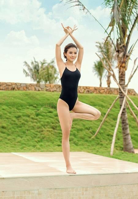 Tròn mắt chiêm ngưỡng trình yoga dẻo như bún của Phương Trinh Jolie-5