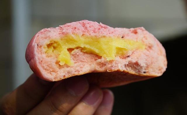 """Bánh mì thanh long sầu riêng cháy hàng"""", có tiền chưa chắc mua được-2"""