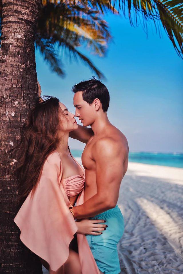 Hồ Ngọc Hà và Kim Lý tình tứ trên bãi biển-3