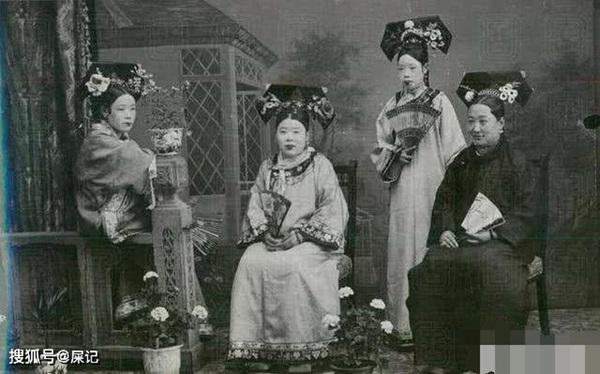 Triều nhà Thanh có hơn 200 nghìn nữ nhân, tại sao đa số các bức ảnh phi tần hậu cung được lưu giữ đến ngày nay lại kém sắc như thế?-1