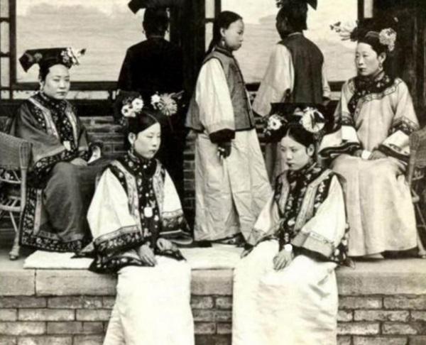 Triều nhà Thanh có hơn 200 nghìn nữ nhân, tại sao đa số các bức ảnh phi tần hậu cung được lưu giữ đến ngày nay lại kém sắc như thế?-4