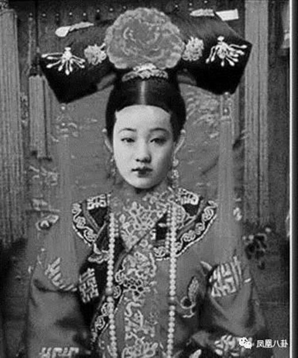 Triều nhà Thanh có hơn 200 nghìn nữ nhân, tại sao đa số các bức ảnh phi tần hậu cung được lưu giữ đến ngày nay lại kém sắc như thế?-6