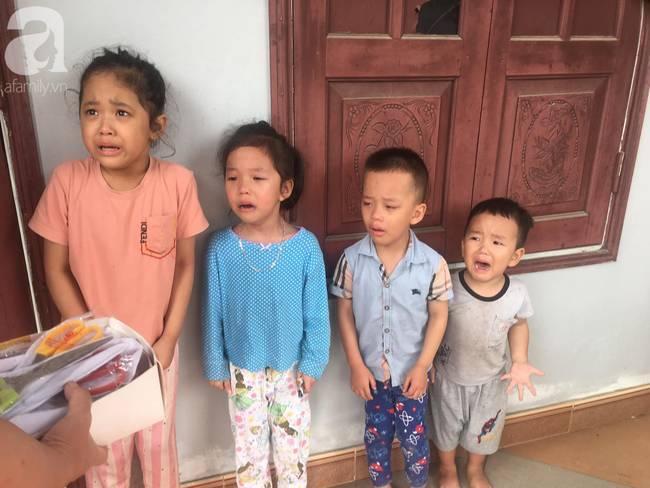 4 đứa cháu nghỉ học ở nhà quậy banh nóc, bà đành mang bạch kiếm ra dọa khiến tất cả co rúm nhưng ai nhìn cũng buồn cười-2