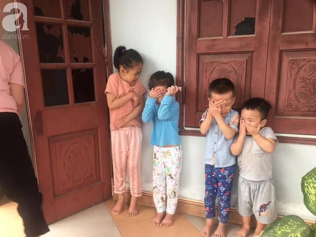4 đứa cháu nghỉ học ở nhà quậy banh nóc, bà đành mang bạch kiếm ra dọa khiến tất cả co rúm nhưng ai nhìn cũng buồn cười-4