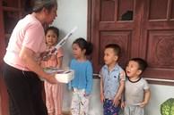 4 đứa cháu nghỉ học ở nhà 'quậy banh nóc', bà đành mang 'bạch kiếm' ra dọa khiến tất cả co rúm nhưng ai nhìn cũng buồn cười