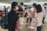 Em bé 2 tháng tuổi một mình từ Hàn Quốc về nước tránh dịch Covid-19-3