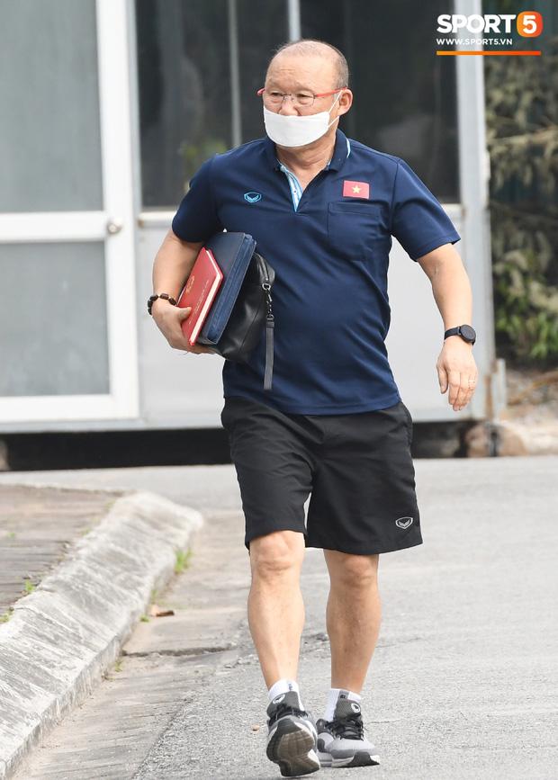 Chưa hết thời hạn cách ly phòng dịch Covid-19, HLV Park Hang-seo không dự khán các trận đấu vòng 1 V.League 2020-1