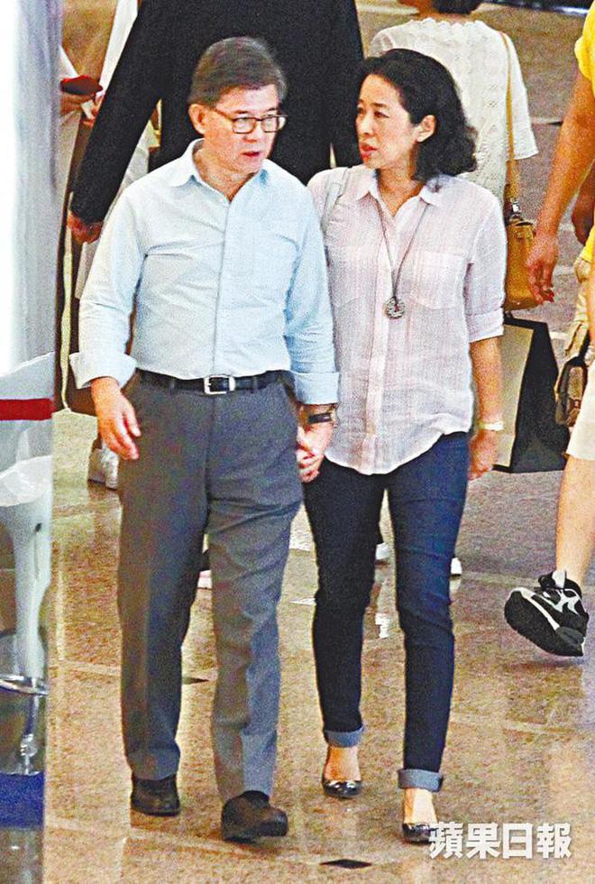 Hoa hậu Hong Kong: Bỏ tỷ phú chung sống 27 năm, tái hôn ở tuổi 50 vẫn được chồng mới cho gần 60 nghìn tỷ-9