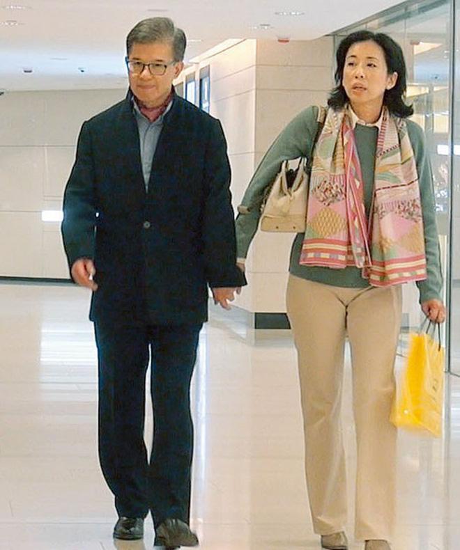 Hoa hậu Hong Kong: Bỏ tỷ phú chung sống 27 năm, tái hôn ở tuổi 50 vẫn được chồng mới cho gần 60 nghìn tỷ-10