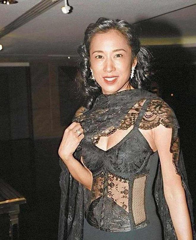 Hoa hậu Hong Kong: Bỏ tỷ phú chung sống 27 năm, tái hôn ở tuổi 50 vẫn được chồng mới cho gần 60 nghìn tỷ-11