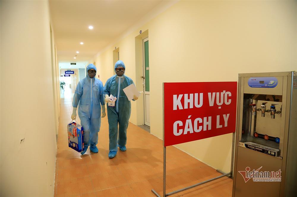 Bác sỹ công an kiêm shipper trong khu cách ly dịch Covid-19-1
