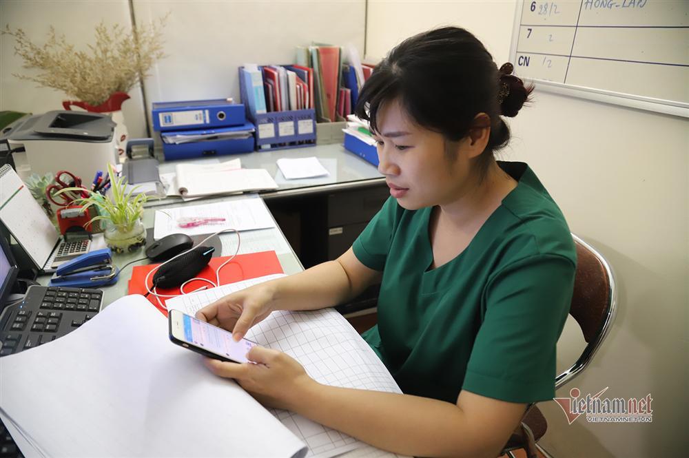 Bác sỹ công an kiêm shipper trong khu cách ly dịch Covid-19-2