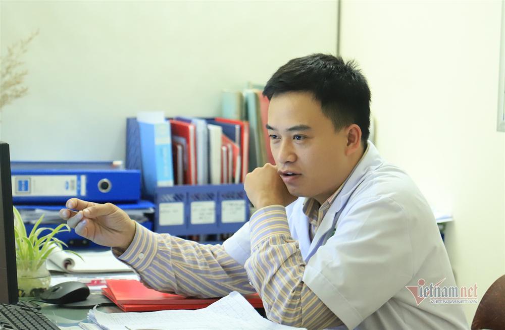 Bác sỹ công an kiêm shipper trong khu cách ly dịch Covid-19-6