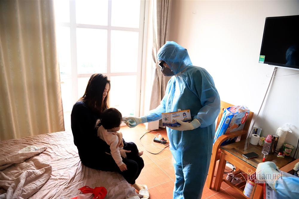 Bác sỹ công an kiêm shipper trong khu cách ly dịch Covid-19-7