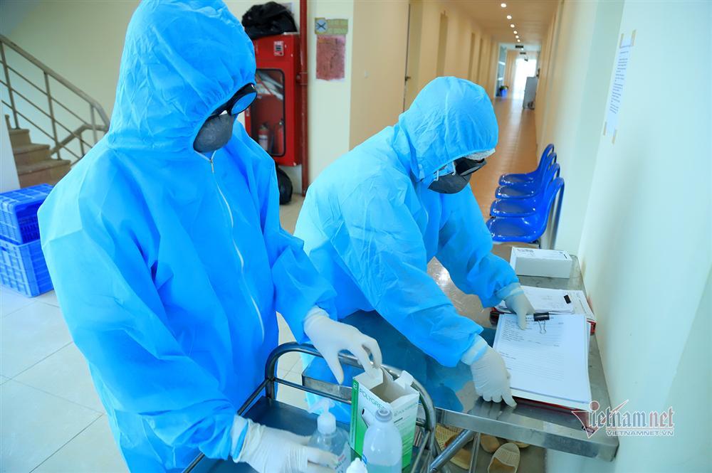 Bác sỹ công an kiêm shipper trong khu cách ly dịch Covid-19-8