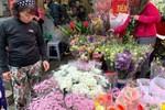 Ngày Quốc tế phụ nữ 8/3: Hoa hồng gấp bằng đồng 2 USD đắt khách-4