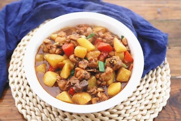 Trời lạnh thì nấu ngay thịt gà om khoai tây đậm đà ăn cơm là số 1!-5