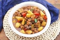 Trời lạnh thì nấu ngay thịt gà om khoai tây đậm đà ăn cơm là số 1!