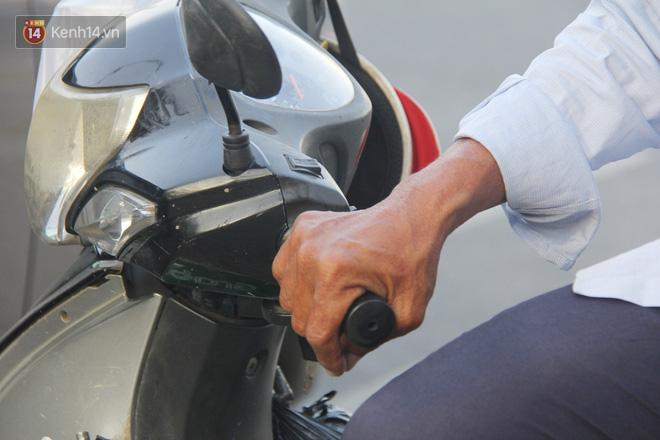 Đằng sau câu chuyện người đàn ông nghèo bật khóc khi bị CSGT tịch thu xích lô: Mấy chú góp tiền để tui mua chiếc xe máy, tui biết ơn dữ lắm!-7