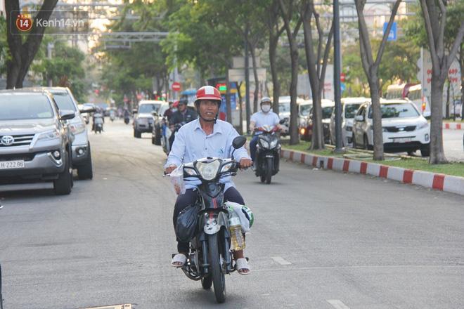 Đằng sau câu chuyện người đàn ông nghèo bật khóc khi bị CSGT tịch thu xích lô: Mấy chú góp tiền để tui mua chiếc xe máy, tui biết ơn dữ lắm!-9
