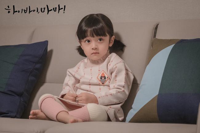 Hi Bye, Mama: Đổ rạp trước loạt biểu cảm siêu đáng yêu của cậu bé trong vai con gái Kim Tae Hee-10