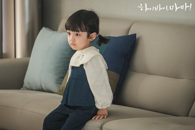 Hi Bye, Mama: Đổ rạp trước loạt biểu cảm siêu đáng yêu của cậu bé trong vai con gái Kim Tae Hee-9