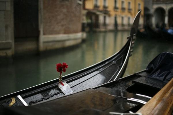 Chùm ảnh: Thành phố tình yêu như đã đánh mất linh hồn trong ngày du khách trốn chạy virus corona-7