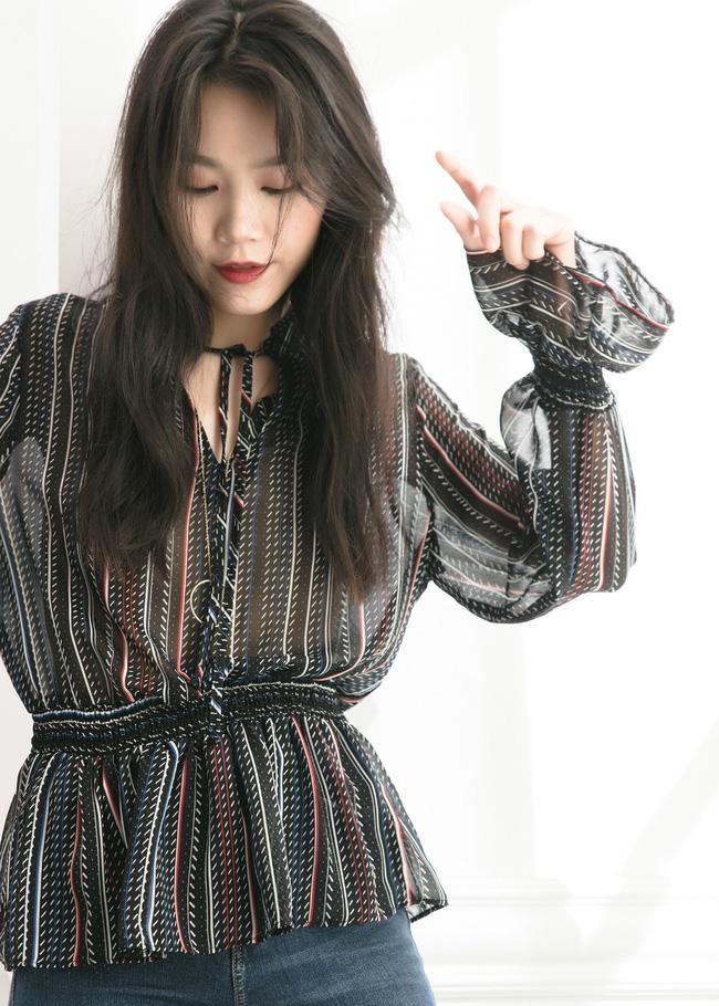Áo blouse kiểu quý tộc đang được hội chị em sao Hàn mê mệt, bánh bèo là thế nhưng lên đồ lại sang chảnh khó tin-2