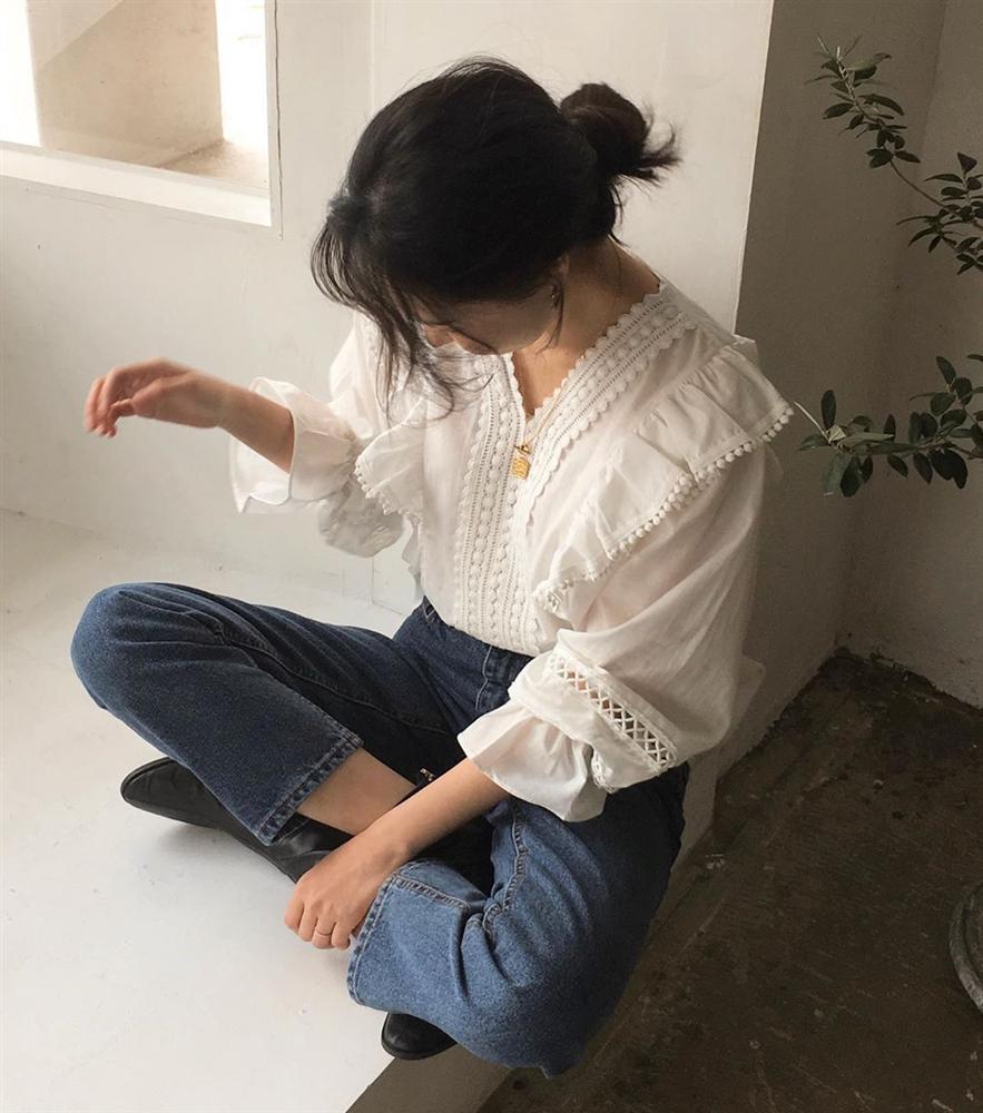 Áo blouse kiểu quý tộc đang được hội chị em sao Hàn mê mệt, bánh bèo là thế nhưng lên đồ lại sang chảnh khó tin-3