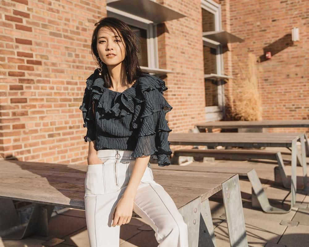 Áo blouse kiểu quý tộc đang được hội chị em sao Hàn mê mệt, bánh bèo là thế nhưng lên đồ lại sang chảnh khó tin-5