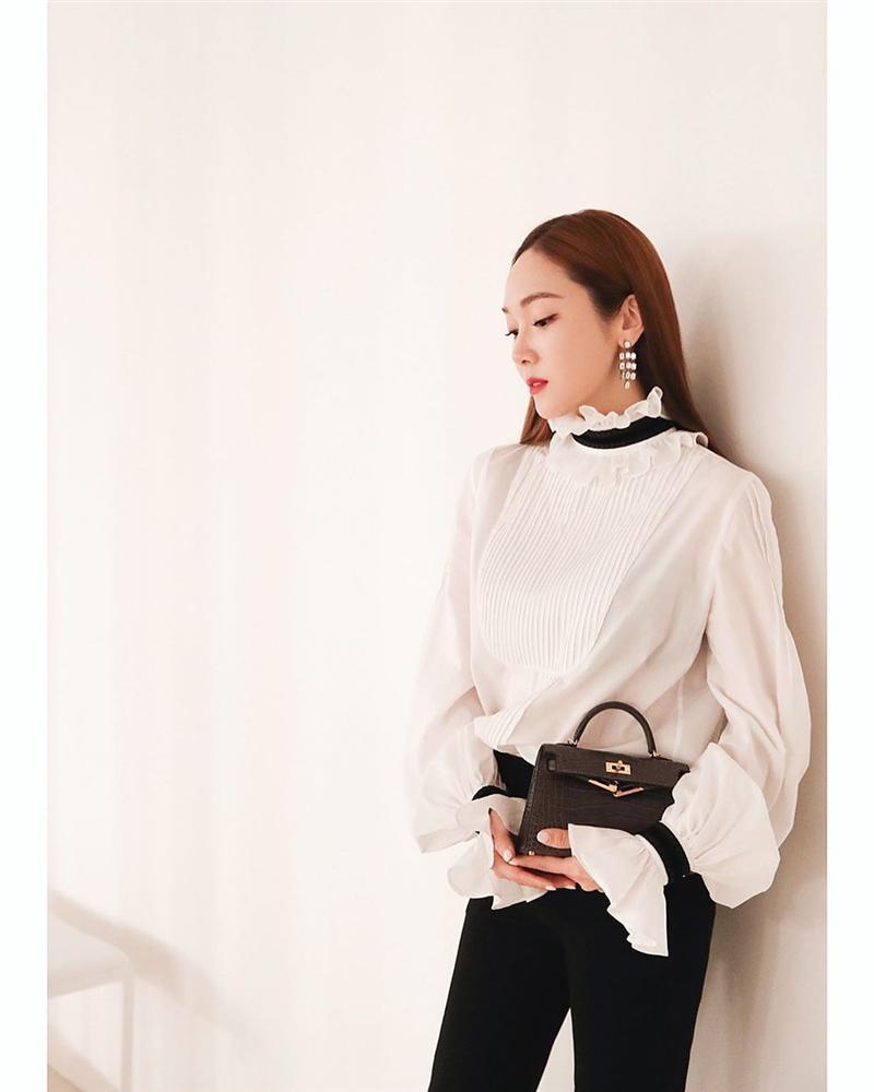 Áo blouse kiểu quý tộc đang được hội chị em sao Hàn mê mệt, bánh bèo là thế nhưng lên đồ lại sang chảnh khó tin-7
