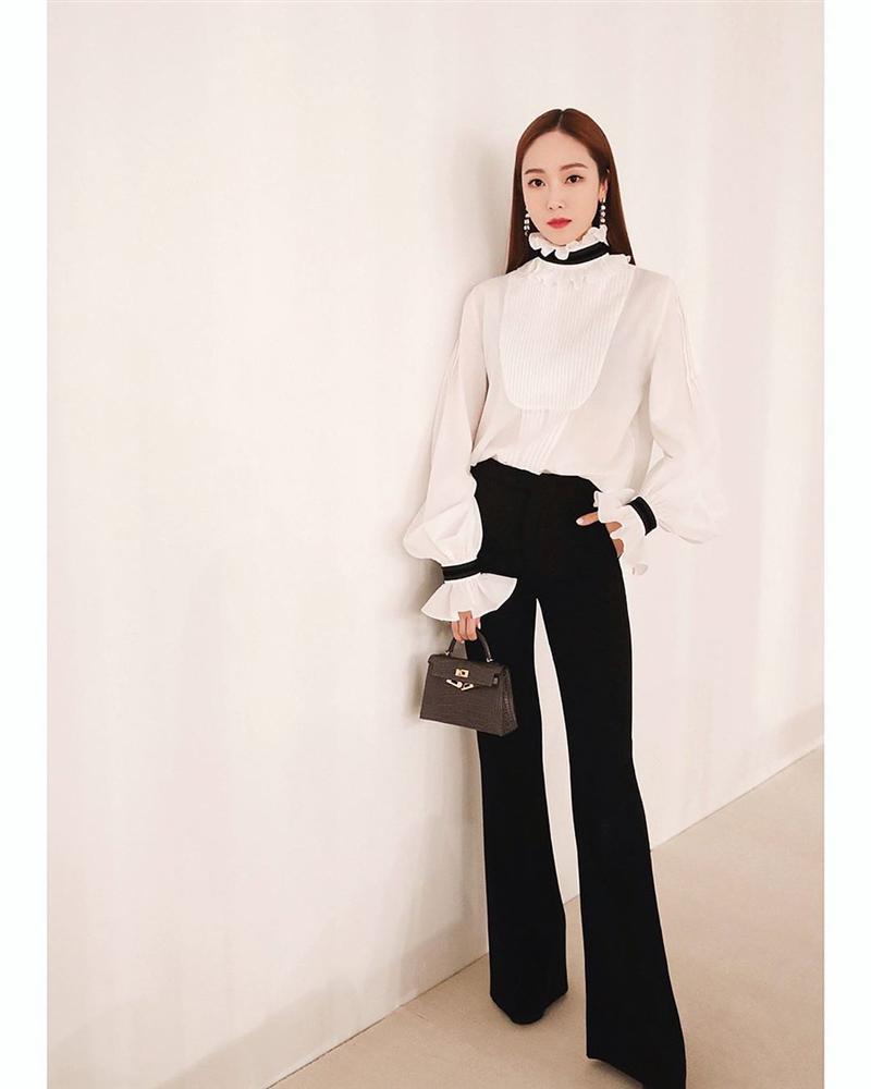 Áo blouse kiểu quý tộc đang được hội chị em sao Hàn mê mệt, bánh bèo là thế nhưng lên đồ lại sang chảnh khó tin-8