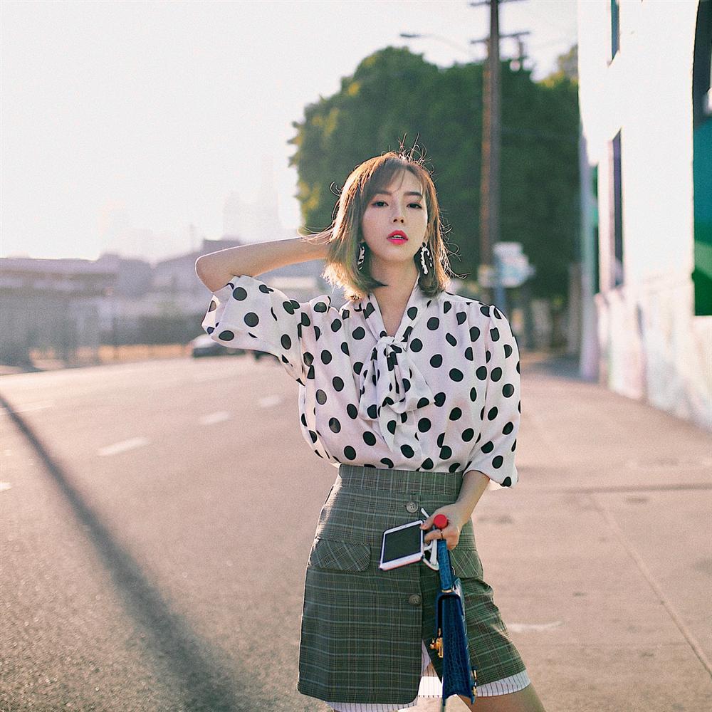 Áo blouse kiểu quý tộc đang được hội chị em sao Hàn mê mệt, bánh bèo là thế nhưng lên đồ lại sang chảnh khó tin-15
