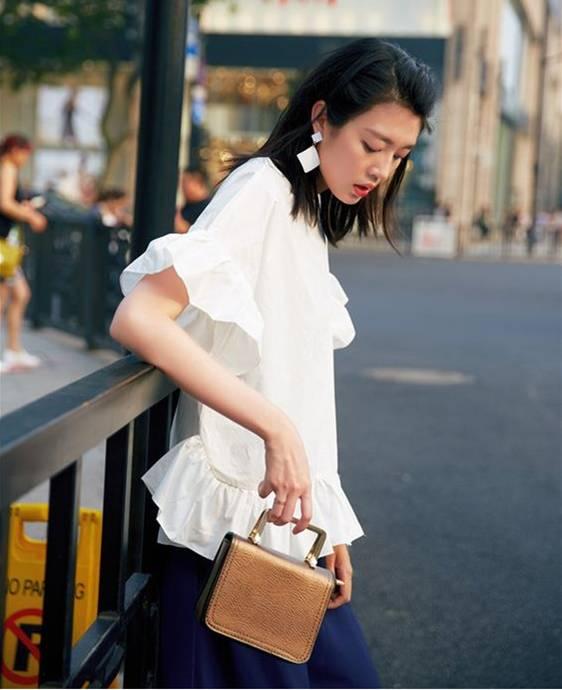 Áo blouse kiểu quý tộc đang được hội chị em sao Hàn mê mệt, bánh bèo là thế nhưng lên đồ lại sang chảnh khó tin-20