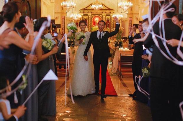 Louis Nguyễn đăng ảnh như một thước phim bên Hà Tăng: Cái nắm tay hơn mọi lời nói, minh chứng tình yêu kéo dài cả thập kỷ-2