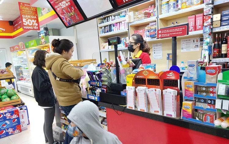 Con trai 5 tuổi hỏi Tại sao bao cao su lại để ở quầy thanh toán tiền trong siêu thị, mẹ lên mạng nhờ 500 chị em ra tay gỡ rối-1