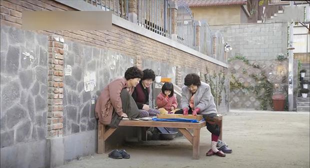 1001 câu chuyện về những bà cô hàng xóm khiến dân mạng khiếp vía: Ngồi lê đôi mách từ sáng tới khuya, nói cười rung cả khu phố-1