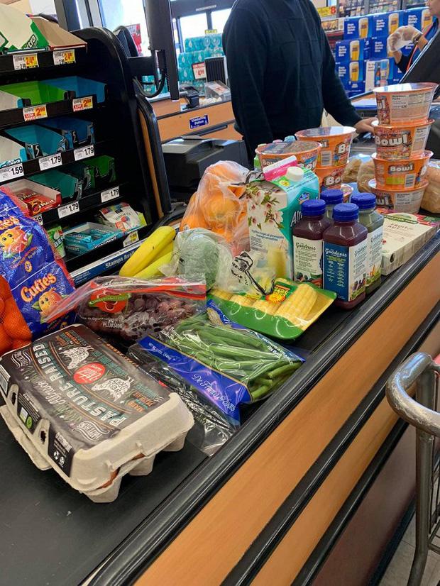 Sao Việt làm gì để chống dịch tại Mỹ: Huỷ mọi lịch trình, cho con nghỉ học, khá giả đến mấy vẫn phải dự trữ thức ăn-8