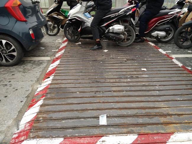 Danh tính nam thanh niên tử vong lúc sáng sớm tại đoạn đường đang sửa trên cầu Vĩnh Tuy-1