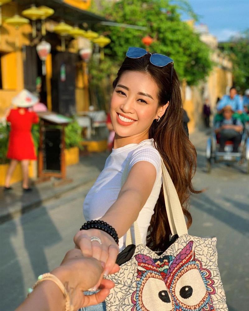 Tóc mái đã dìm nhan sắc HH Khánh Vân thê thảm, vậy mới thấy không phải ai cũng chơi được kiểu tóc hack tuổi này-1