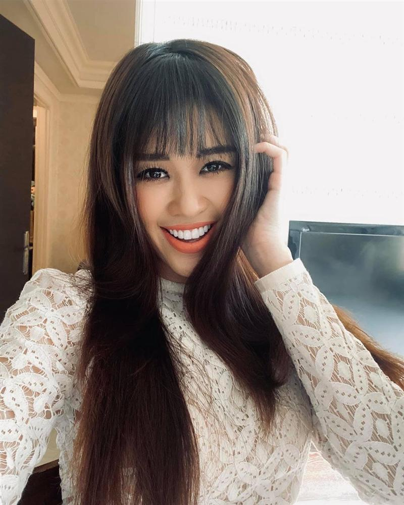 Tóc mái đã dìm nhan sắc HH Khánh Vân thê thảm, vậy mới thấy không phải ai cũng chơi được kiểu tóc hack tuổi này-4