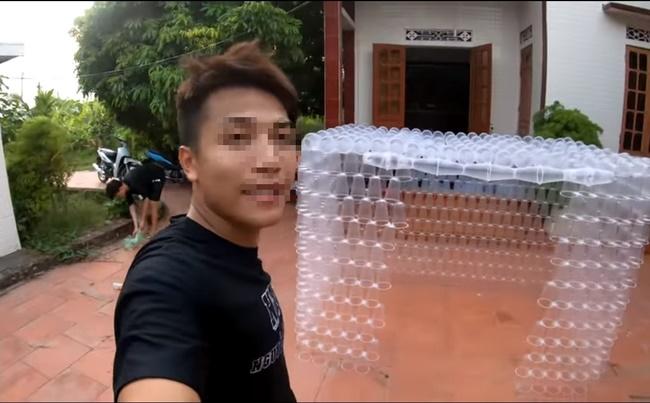 Xây ngôi nhà bằng 5000 lon coca, con trai Bà Tân Vlog gây tranh cãi vì phá hoại môi trường-2