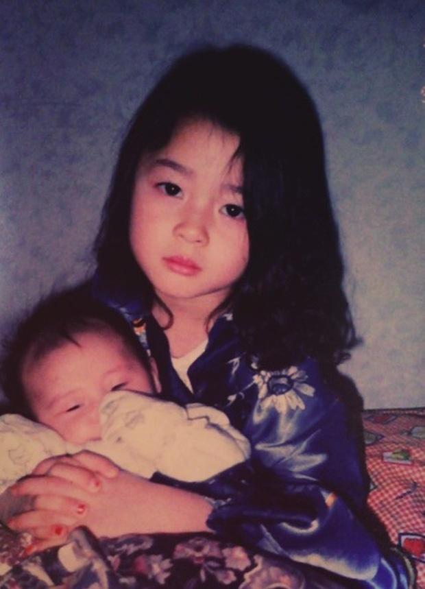Nữ phụ xinh đẹp của Itaewon Class vừa khiến MXH dậy sóng nhờ cả loạt hình tuổi thơ khoe nhan sắc đỉnh cao từ thời tấm bé.-1